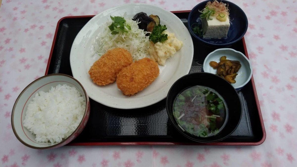 食堂人気おすすめメニューのご紹介 ~蟹クリームコロッケ定食~